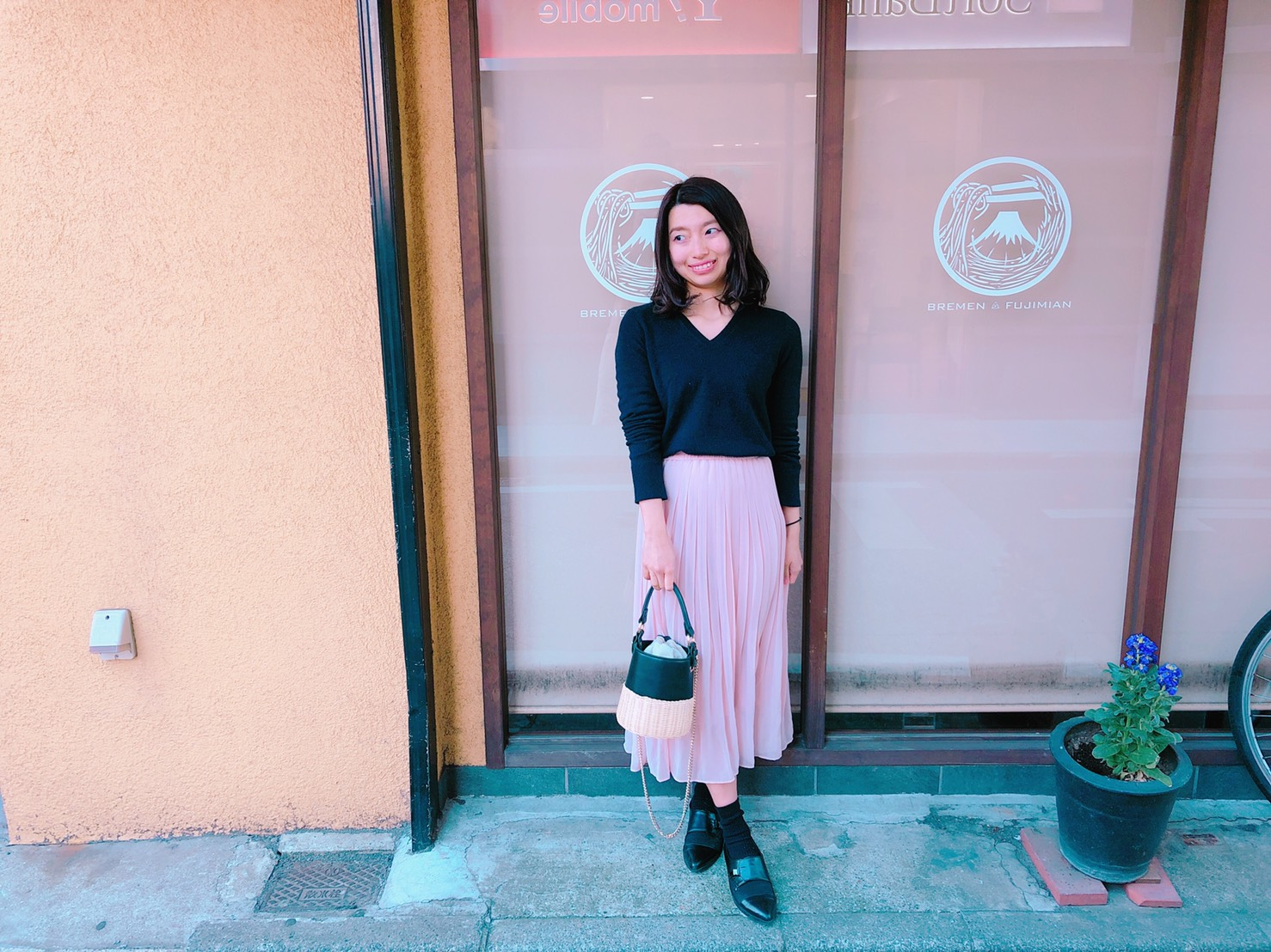 低身長女性が足長&大人に着こなすプリーツスカート春コーデ4選